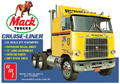 AMT - 1062 - Mack Cruise-Liner